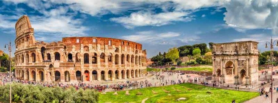 Panorama del Colosseo e dell'arco di Costantina, Roma, Italia